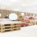 輸送用のパレットとIKEAの家具で構成した仮設ラウンジ